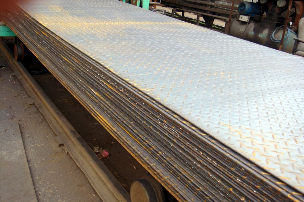 SS400, Q235B, S235JR Hot Rolled Steel Coils / Checkered Steel Plate, 2000mm -12000mm Long
